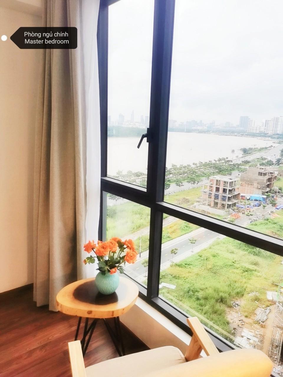 Căn 2 phòng tháp Soleil One verandah view sông